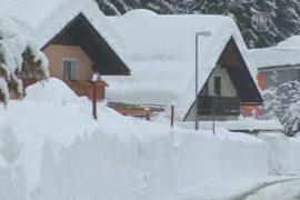 Европу завалило снегом и захлестнуло волнами