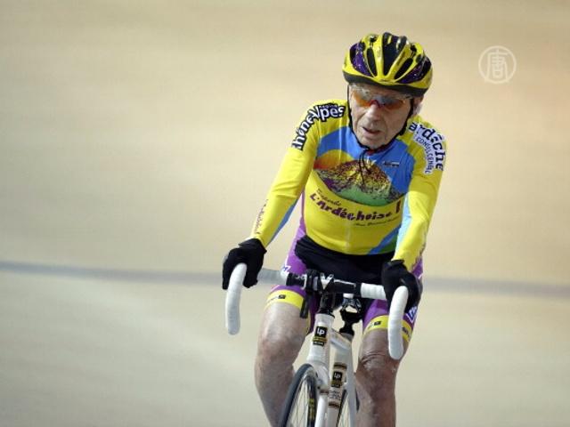 102-летний велосипедист побил очередной рекорд