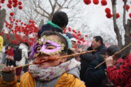 Китайские крестьяне празднуют Начало весны