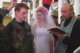 В Киеве сыграли «революционную свадьбу»