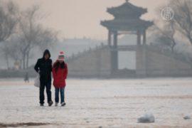 Пекинцы ждут, что первый снегопад улучшит воздух
