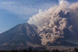 На Яве из-за вулкана эвакуируют 200 тысяч человек