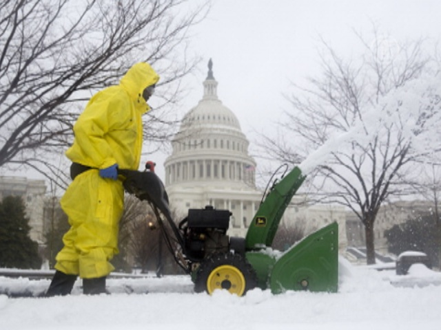 Снежный шторм парализовал Вашингтон