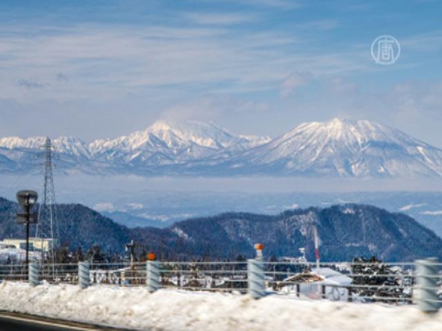 Тысячи японцев заблокированы снегопадом