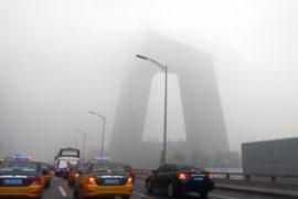 Задыхающихся пекинцев предупредили об опасности