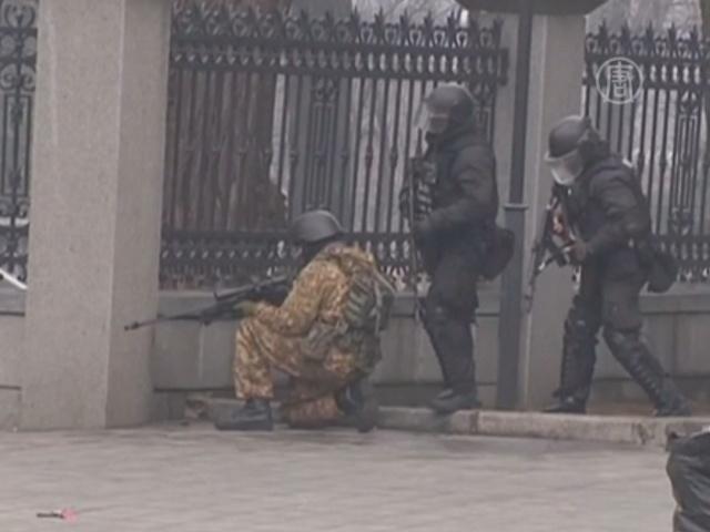 Новые кадры: милиция стреляет по активистам