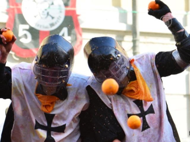 «Апельсиновая битва» охватила город в Италии