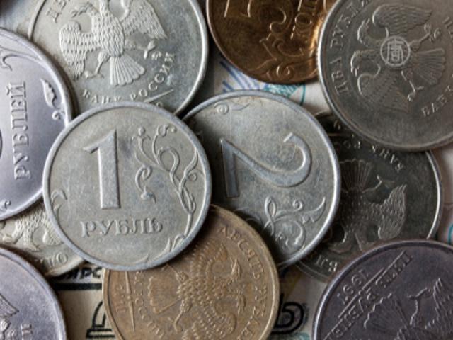 Рубль обвалился на фоне событий в Украине