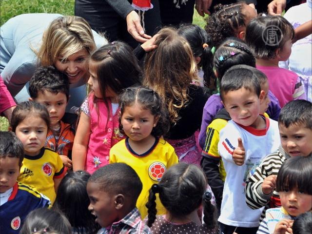 Королева Нидерландов поддерживает детей Колумбии