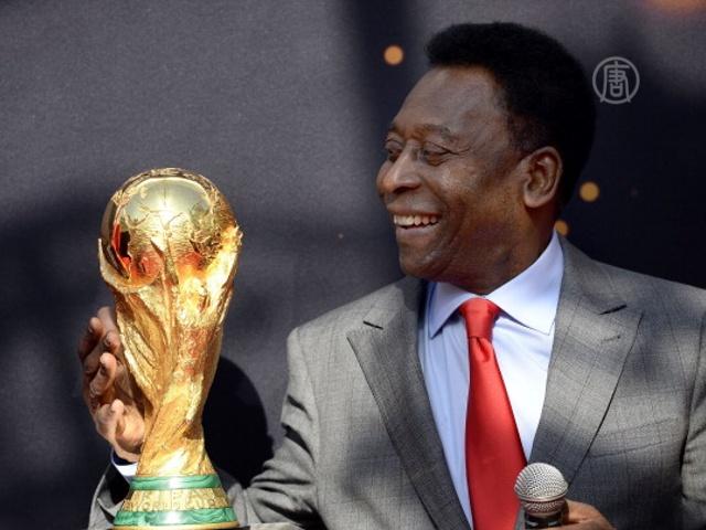 Пеле приветствует Кубок мира ФИФА в Париже