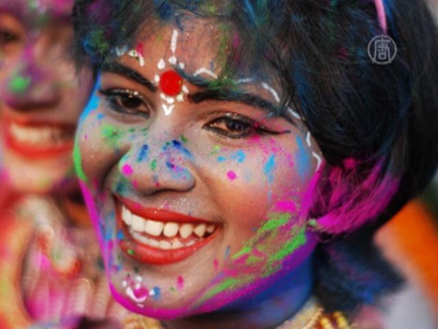 Индия встречает весну буйством красок