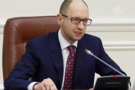 Яценюк призвал не спешить с визами для россиян
