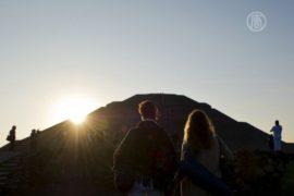 С приходом весны мексиканцы едут в Теотиуакан