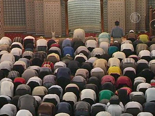 Малазийские мусульмане молятся за рейс MH370
