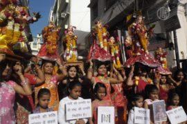 В Индии отмечают праздник любви «Гангаур»