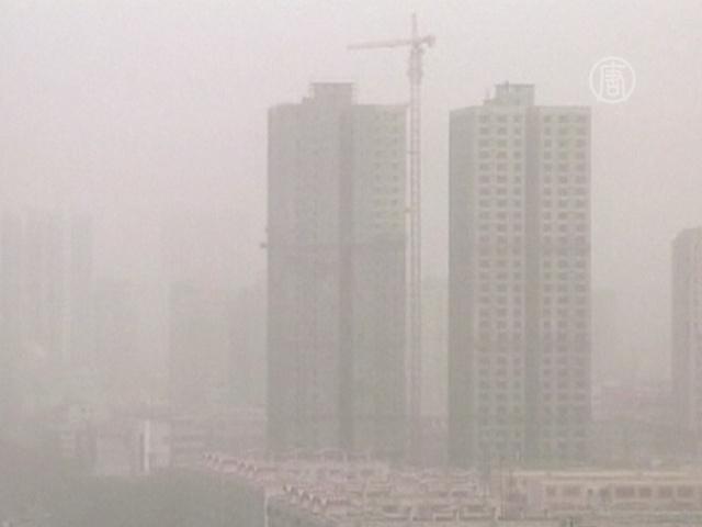 На северо-западе Китая разыгралась песчаная буря