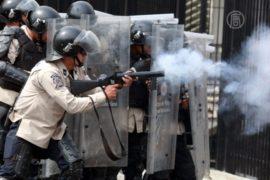 Студентов в Каракасе разгоняют резиновыми пулями