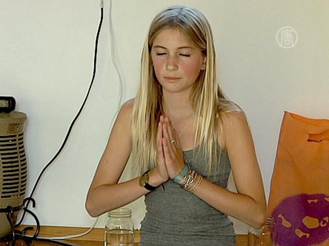 В Калифорнии появился 12-летний инструктор йоги