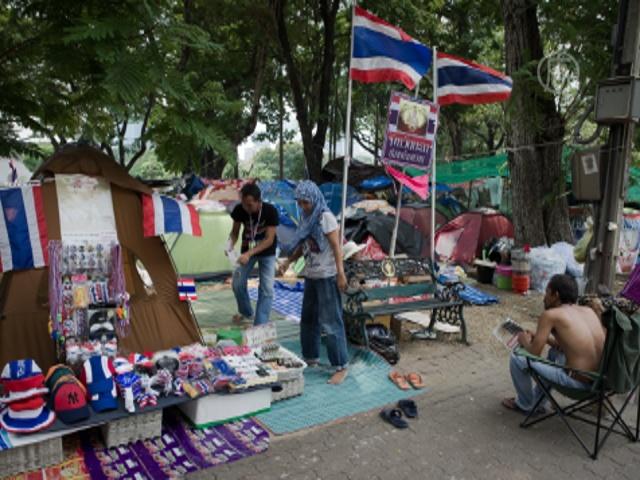 Протестующие возвели город в парке Бангкока