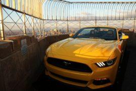 Ford Mustang подняли на крышу Эмпайр-стейт-билдинг
