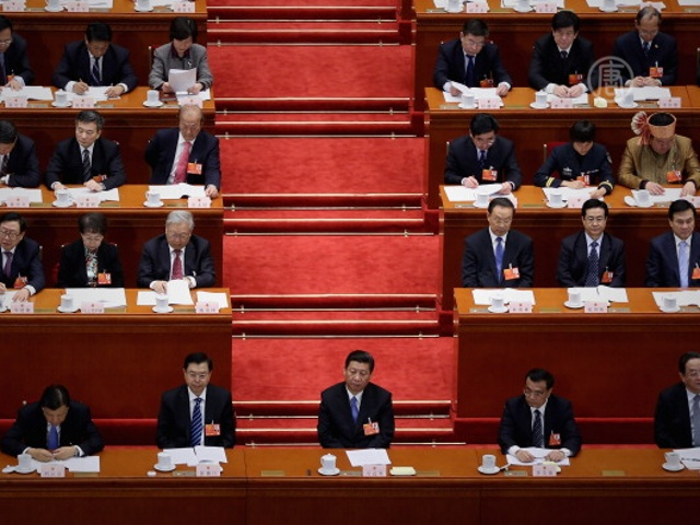 Чиновники компартии Китая решаются на суицид