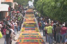 Рекорд в Гватемале: ковёр из цветов в 2 км