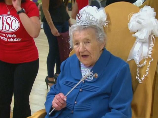 100-летняя женщина ходит на фитнес