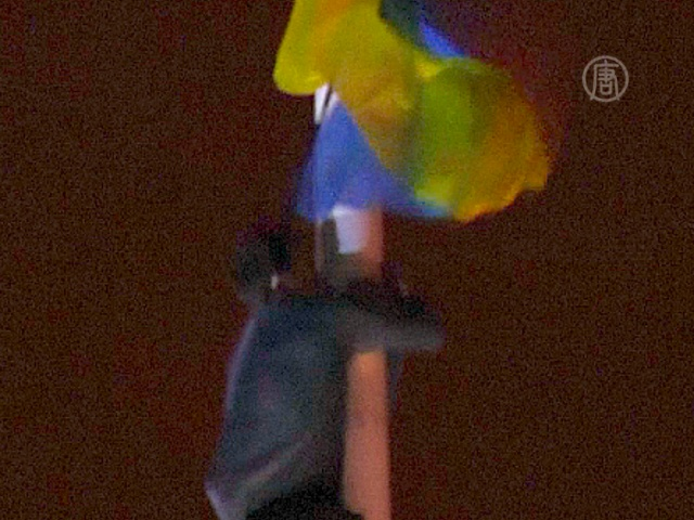 В центре Одессы подняли украинский флаг