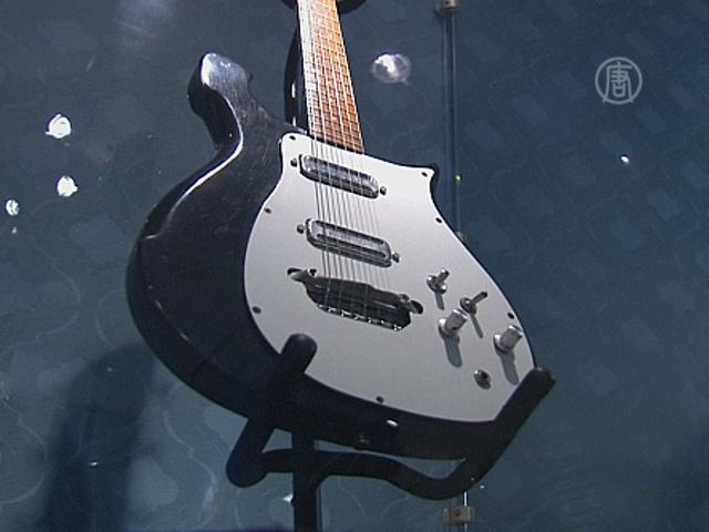 Гитару The Beatles продадут на аукционе