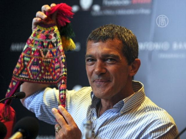 Бандерас продаёт фото ради благотворительности