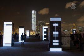 Световое шоу на высочайшем здании Гонконга