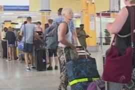 Сотни туристов покидают Кению