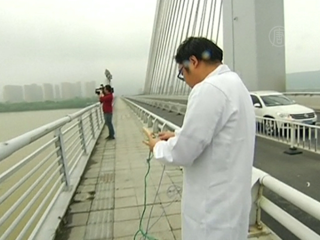 В китайскую реку попали химикаты