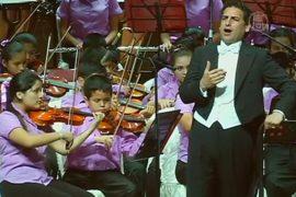 Дети трущоб учатся музыке благодаря тенору из Перу