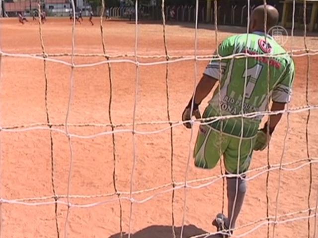 В Бразилии одноногий вратарь играет в футбол