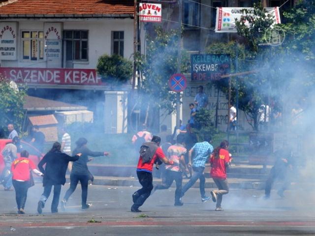 В Турции при разгоне демонстрантов убит прохожий