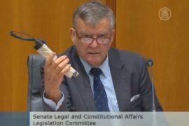 Сенатор в Австралии пришел в парламент с «бомбой»