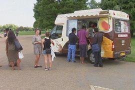 Мороженое с мобильных фургонов – миру!