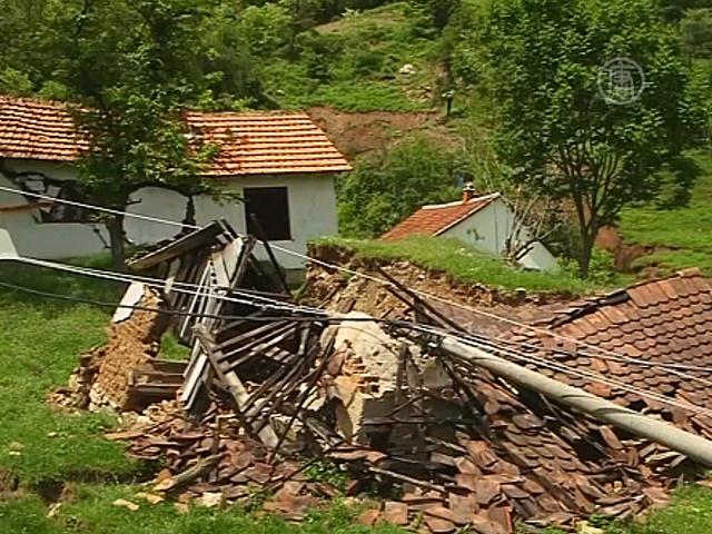 Вслед за наводнением в Сербию пришли оползни