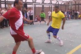 Чемпионат по футболу приходит в тюрьму в Перу