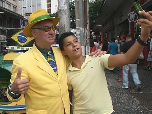 Бразилец 20 лет носит только цвета нацсборной