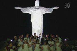 Под статуей Христа в Рио провели массовую свадьбу