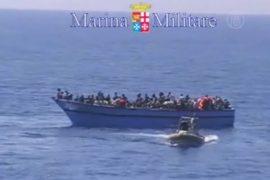 У берегов Италии спасли 2500 мигрантов