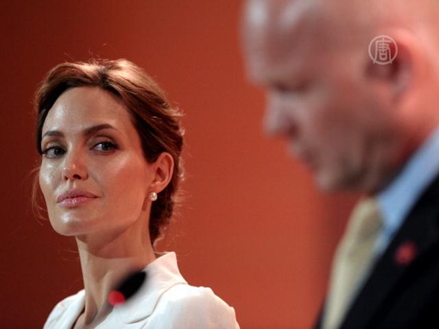 Джоли организовала саммит против изнасилований