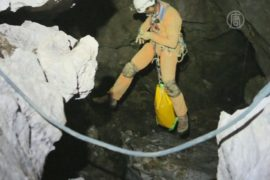 Раненого геолога не могут достать из пещеры