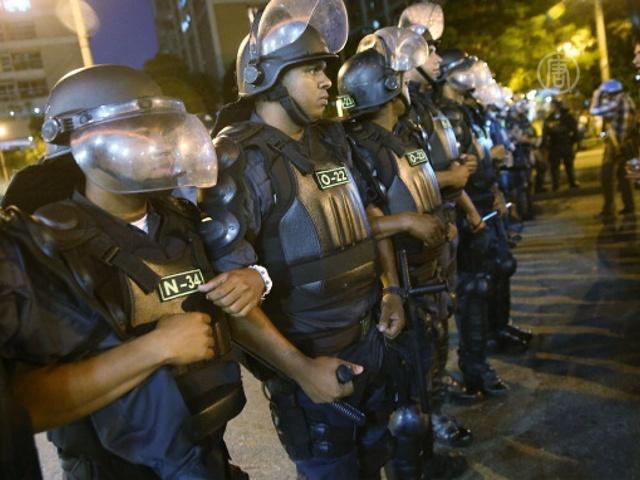 Протестующих в Рио разогнали слезоточивым газом