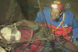 Травмированного в пещере немца спасли