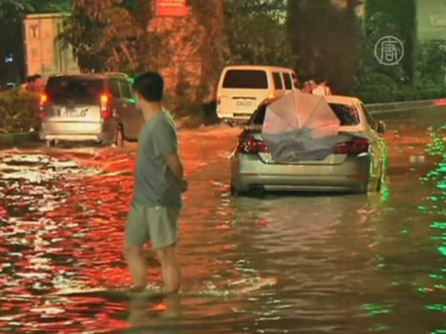 Ливень затопил в Гуанчжоу первые этажи