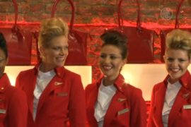 Британский дизайнер пошила униформу стюардессам