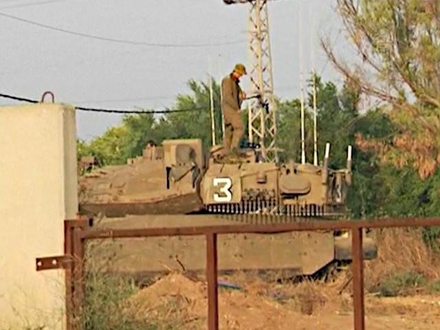 Израильтяне на границе с Газой прячутся в убежища